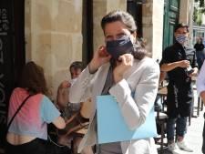 Zo verlopen de Franse verkiezingen: 'Vreemd als je hier iemand niet kust'