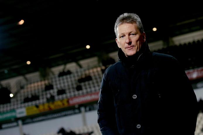 Trainer Frank Wormuth weet wat hij moet doen tegen de lange spelers van VVV: 'geen standaardsituaties tegen krijgen'.