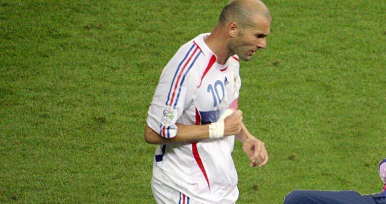 Van Gaal 'wordt gevloerd door Zidenine Zidane'. Beeld http://i.imgur.com/EsZUbaM.jpg