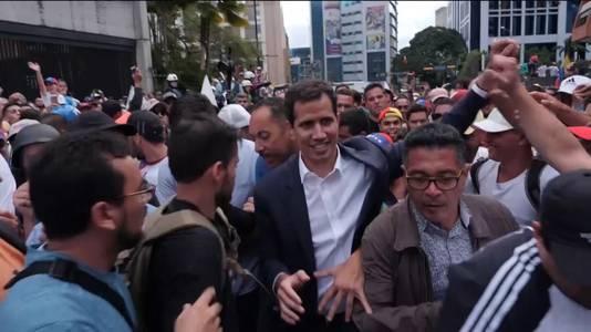 De Venozolaanse Parlementsvoorzitter en volksheld Juan Guaidó riep zichzelf uit tot interim-president. President Maduro reageerde hierop door het leger in te zetten tegen de demonstranten.