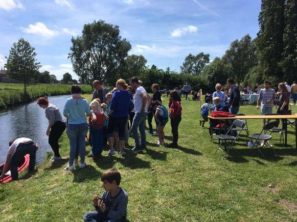 Een paar honderd bezoekers hebben vandaag de eerste verjaardag van het Vlaspark gevierd.