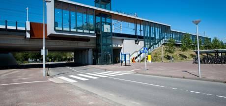 Bekeuring voor vuurwerk, geklier én vluchten over het spoor bij station Vleuten