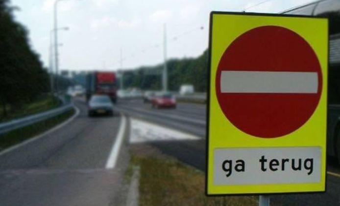 De oude dame had pardoes de verkeerde afslag genomen bij de oprit naar de A16 bij Hendrik-Ido-Ambacht.