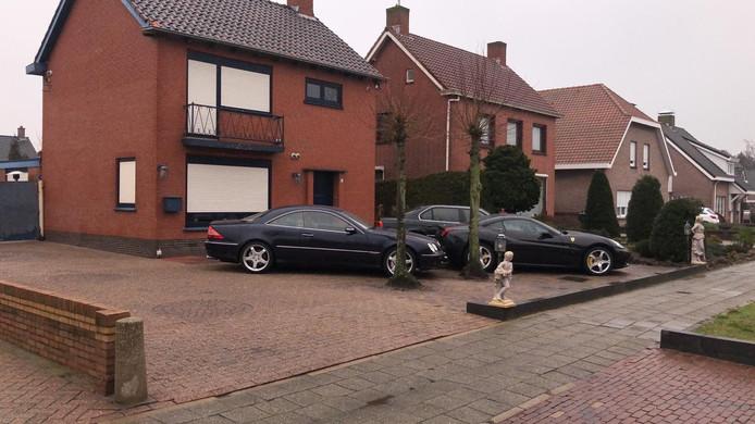 De autohandel vertrekt uit de Nachtegaalstraat en gaat naar de Bremstraat, ook in St. Willebrord.