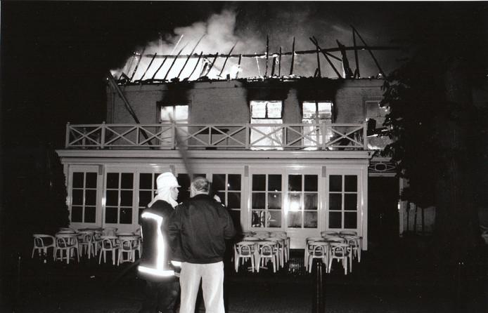 Brand in restaurant De Zwaan aan de Markt in Oirschot (25 juli 1995).