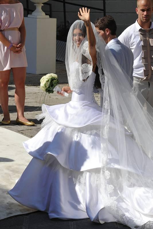 Wonderbaarlijk Yolanthe maakte 10.000 euro voor zes bruidsjurken dankbaar over JG-05