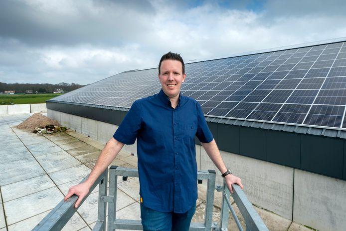 Harvy Schouten moet tot juli wachten tot zijn zonnepanelen worden aangesloten door Enexis.