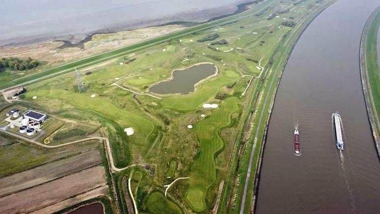 De 'Appelzak', een golf- en schietterrein nabij de Westerschelde, wordt mogelijk onder water gezet. Beeld Bram van de Biezen