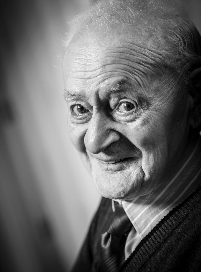 Jan Willem van de Kamp is op 107-jarige leeftijd overleden. Op deze foto was hij 105 jaar oud.