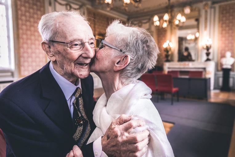 Paul (102) en zijn Odette (78): verliefd, verloofd en nu ook getrouwd.