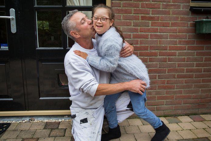 Marcel Rietveld met zijn dochter Faya.