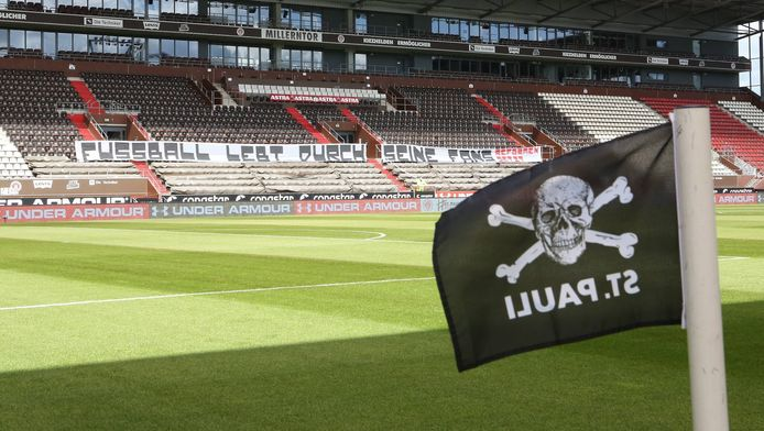 Het lege Millerntor Stadion van Sankt Pauli.