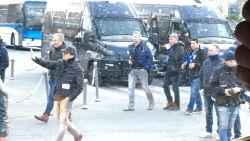 """Genkse fans getuigen over schandalige omstandigheden in Napels: """"Te weinig bussen, urenlange file en agressieve locals"""""""