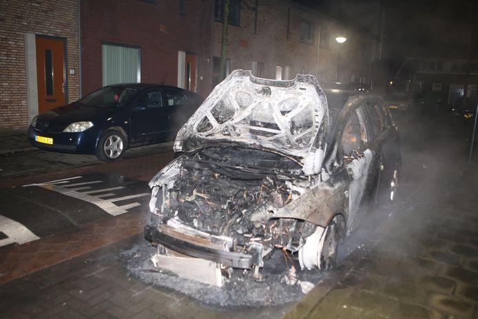 Ook in de Leliestraat ging nieuwjaarsnacht een auto in vlammen op. Het is de tweede autobrand in Culemborg die nacht.