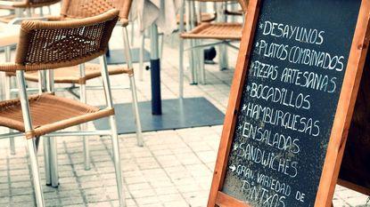 Zoveel fooi geef je best op restaurant in het buitenland