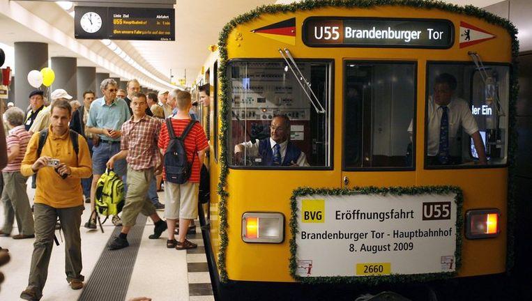 De U55 loopt van het Berlijnse Hauptbahnhof via de Bondsdag (het parlement) naar de Brandenburger Tor. Een ritje duurt drie minuten. Foto EPA Beeld