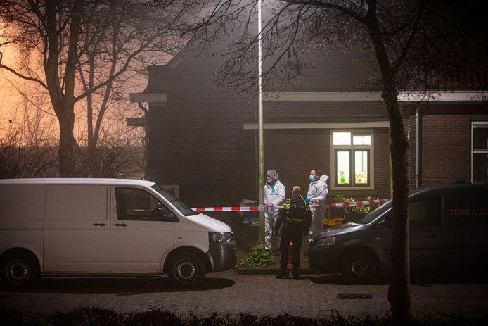 De politie doet op oudejaarsavond onderzoek na de dodelijke schietpartij aan de Buitengasthuissstraat in Zwolle.