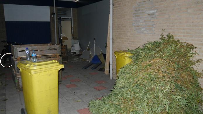 Een deel van de vangst van de politie aan de Breedeweg in Groesbeek.