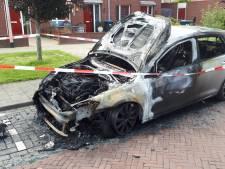 En weer gaat een auto in de fik in Nijmegen