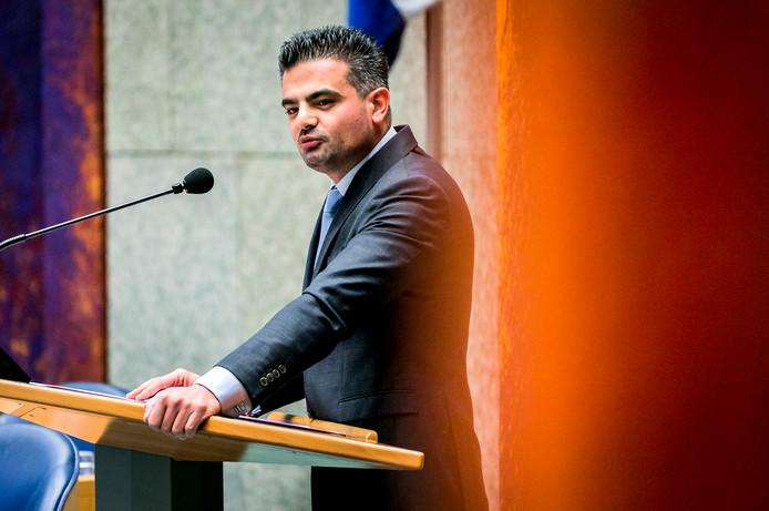 Tunahan Kuzu (Denk) tijdens een Tweede Kamerdebat.