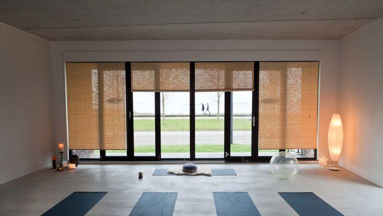Yogaschool Naar Zee kijkt uit over het IJmeer. Beeld foto Roï Shiratski