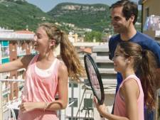Federer schittert op Italiaans dak en verrast twee tienermeisjes
