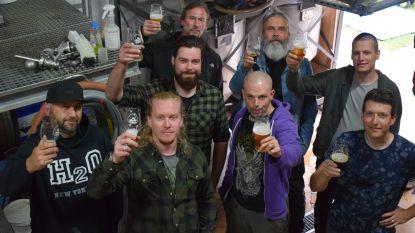 """Powerstroke en Brouwerij Broers brouwen bier voor metalliefhebbers: """"Dikke Zeuge is zoals onze muziek: zwaar"""""""