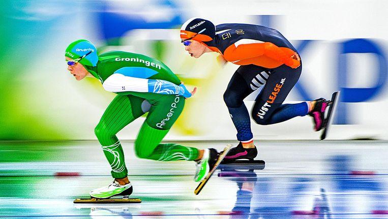 Jorien Ter Mors (links) en Antoinette de Jong tijdens op de 1.500 meter. Beiden wisten zich op deze afstand niet te plaatsen voor de Winterspelen. Beeld Klaas Jan van der Weij / de Volkskrant