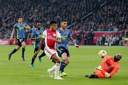 David Neres wipt de 3-0 over Vermeer.