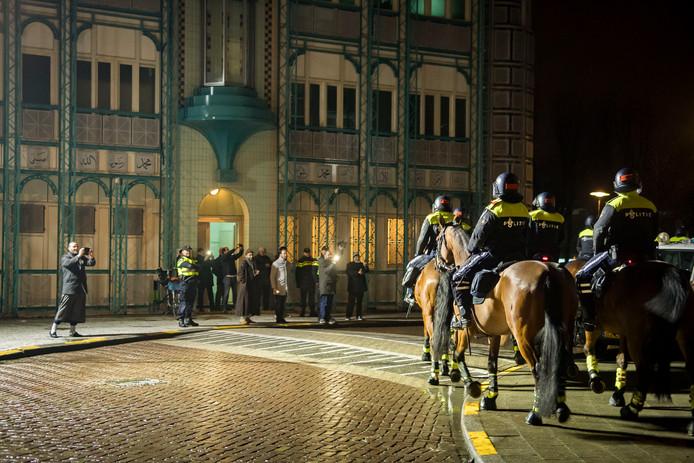 Pegida-demonstratie voor de Abi Bakr Issidik moskee in Zuilen.