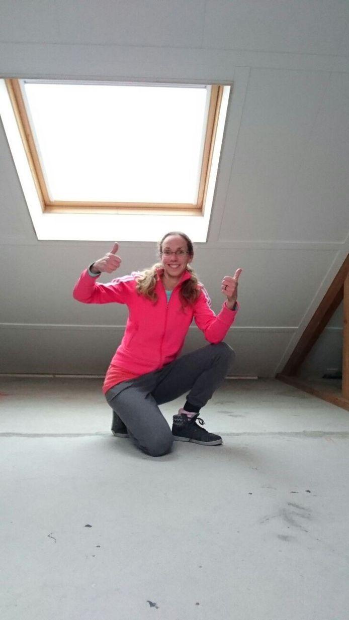 Marijke Brokken onder haar geisoleerde dak.