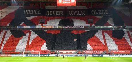 Supporters FC Twente verrassen met grote sfeeractie in lege Grolsch Veste