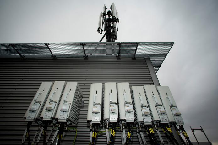 T-Mobile 4G-masten op het hoofdkantoor te Den Haag