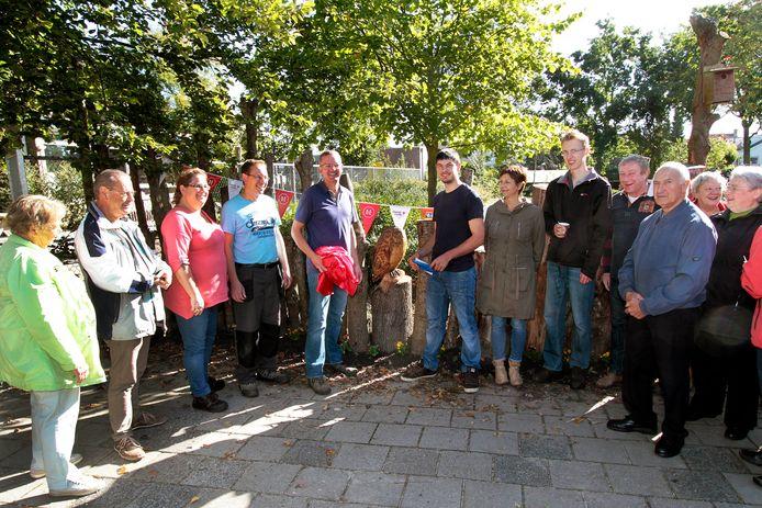 In 2015 bouwden buren een boomstammenwand in Zegge.