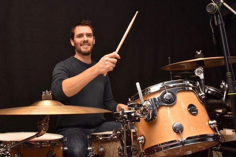 Bert Meersman richt een drumschool op in Heule.
