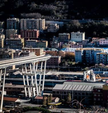 """""""Brokstukken, soms zo groot als tennisballen, stortten neer"""": terug naar de ingestorte Morandibrug in Genua"""