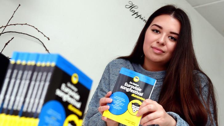 Bergse Charlotte (24) schreef boek Songfestival voor Dummies: 'Stuur Dotan of een dj'