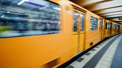 Ruzie loopt uit de hand in Berlijns station: man onder aankomende metro geduwd
