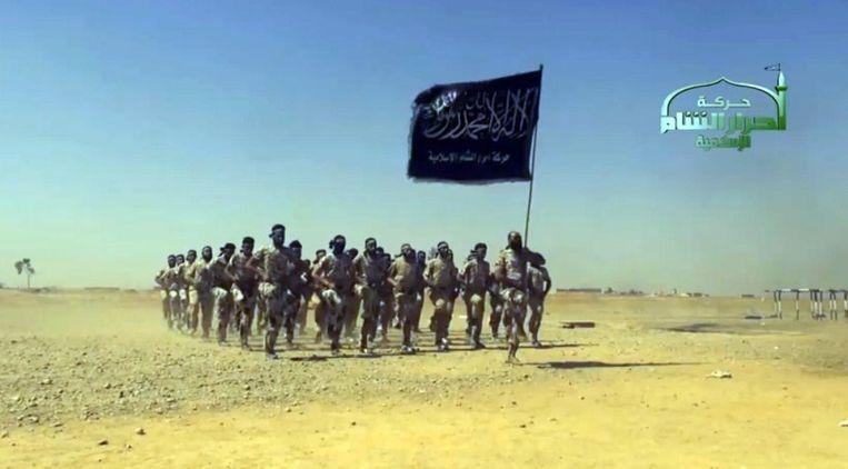 Strijders van Ahrar al-Sham tijdens een militaire training. Beeld null