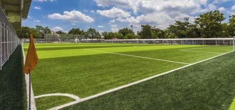 Nijmeegse trainer Fenne Smits verlengt contract bij SV United
