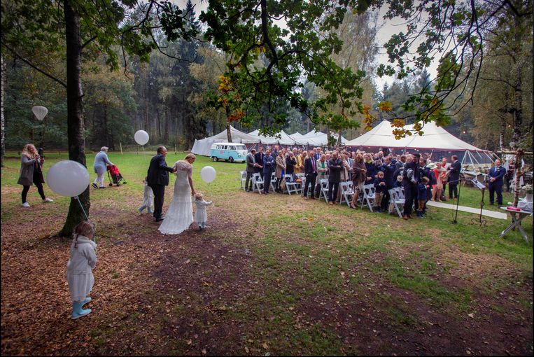 Bruiloft in Lage Vuursche. Beeld Werry Crone