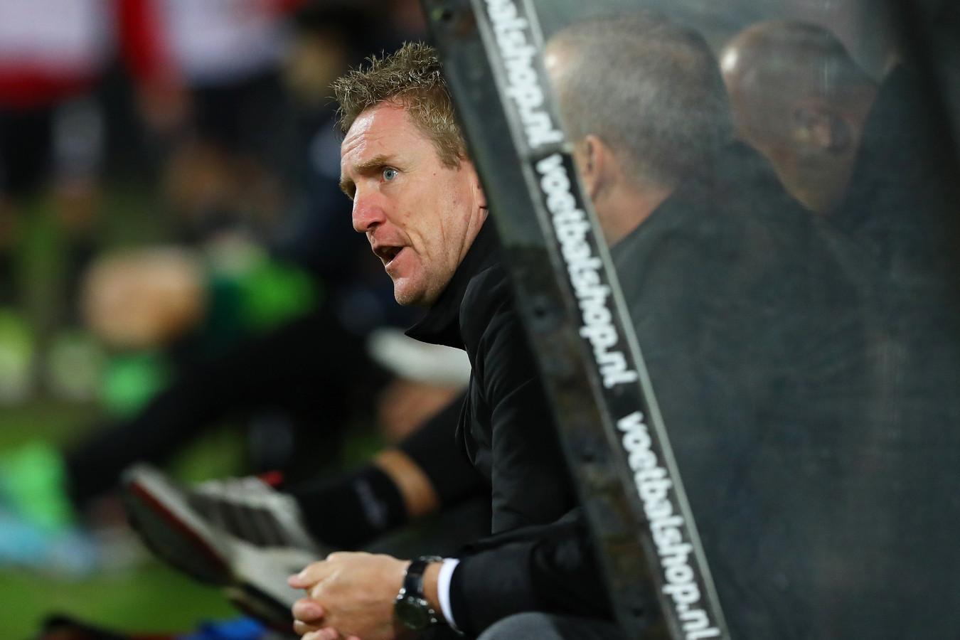François Gesthuizen oogt niet echt tevreden tijdens de wedstrijd van NEC tegen MVV.