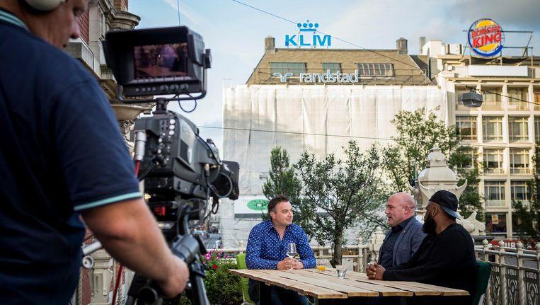 Opnames van het programma Zwoele Stad, dat AT5 in de zomermaanden opneemt op locatie. Beeld Rink Hof