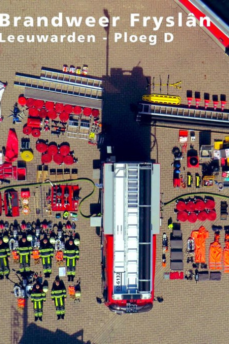 Ook brandweer-post Leeuwarden stalt inhoud wagen uit voor Tetris-challenge