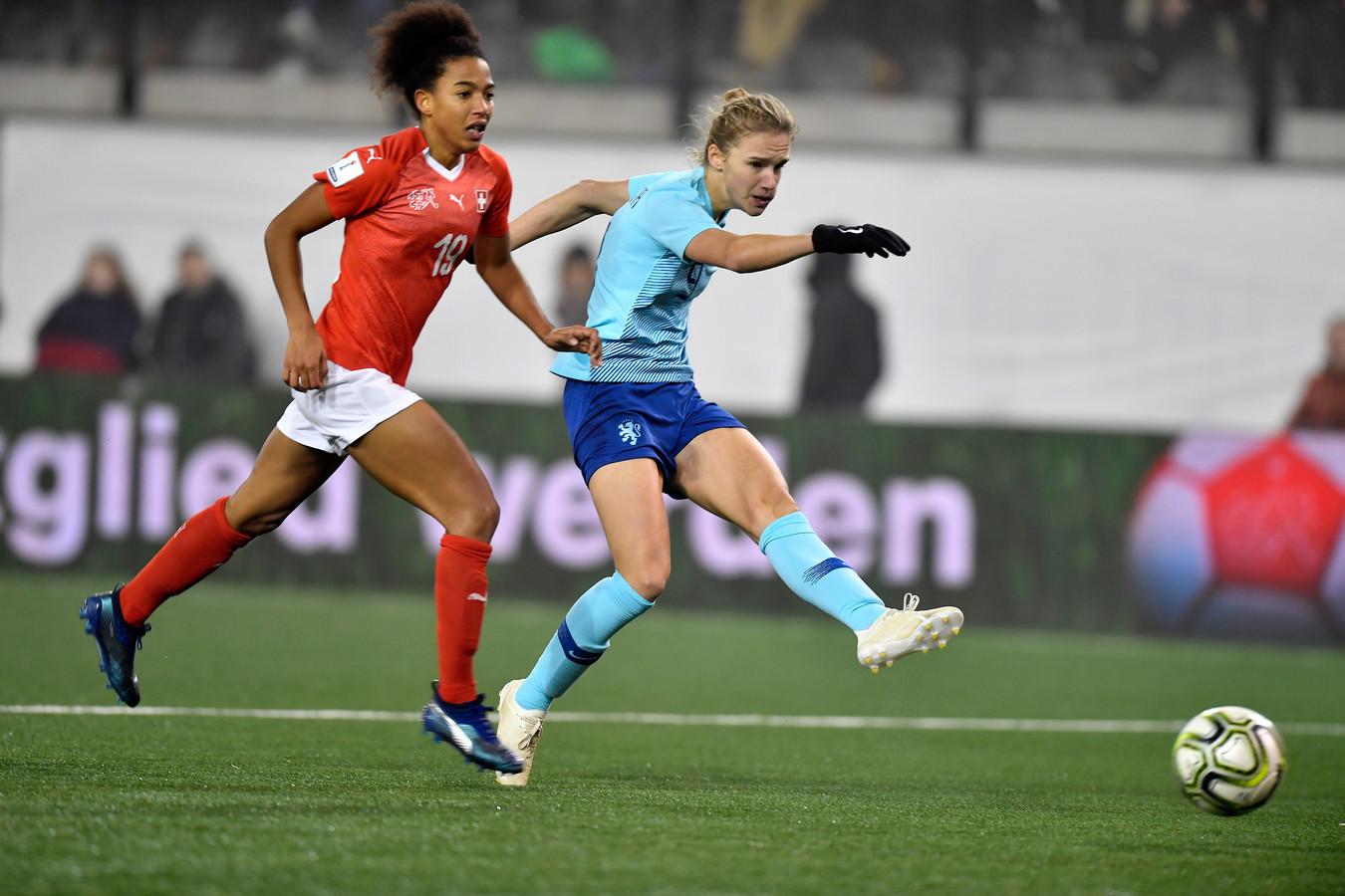 De 22-jarige Vivianne Miedema maakte vanavond alweer haar 53ste goal in 66 interlands voor Nederland.