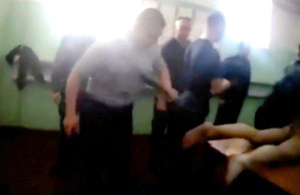 Schokkende beelden van marteling gevangene dwingen Russische autoriteiten tot ingrijpen