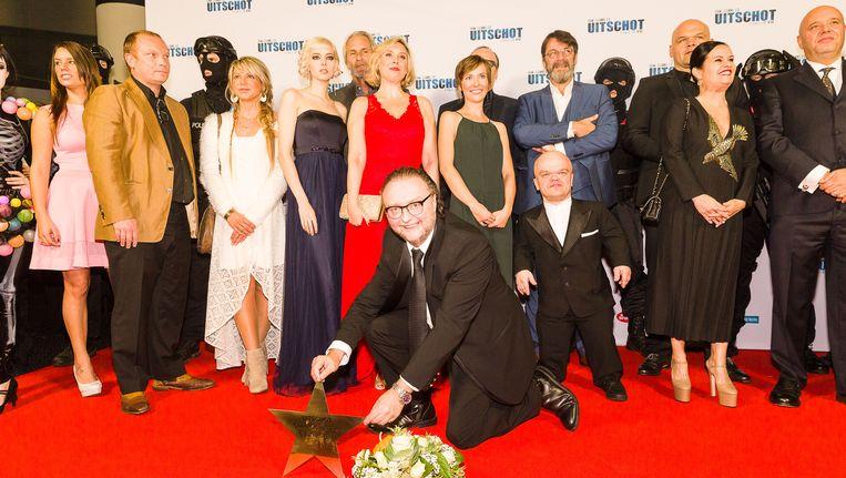 De cast van 'Uitschot - Crimi Clowns 2.0' in de Kinepolis in Antwerpen, met op de voorgrond regisseur Luk Wyns.