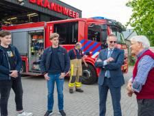 Redders David en Diederik uit Epe na hun 'brandalarm' in zonnetje gezet door burgemeester