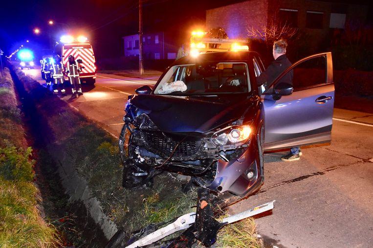 De auto van de Waregemnaar raakte zwaarbeschadigd bij het ongeval.