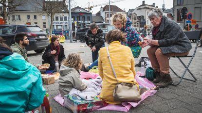 """Piano en picknick in schaduw van Sint-Jacobskerk: """"Nog wat groen en het is de gezelligste plek van Gent"""""""